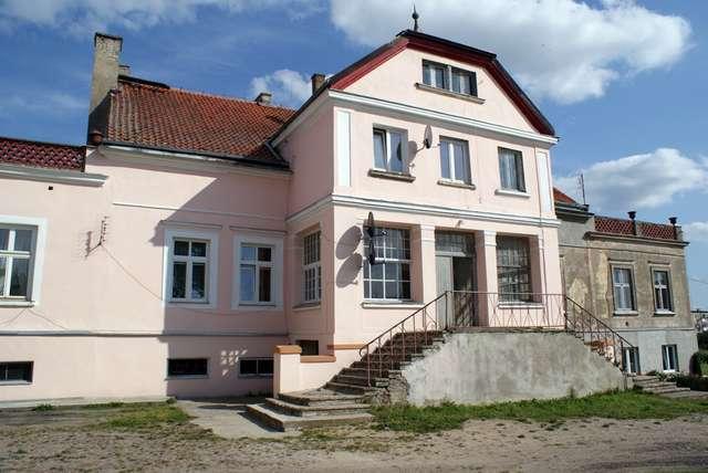 Dwór w Skierkach bywa też nazywany pałacem - full image