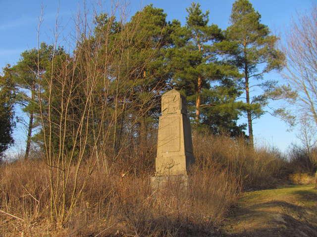 Konopki Wielkie: cmentarz i pomnik wojenny - full image