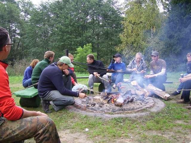 Na koniec akcji organizatorzy przygotowują  - tak jak w ubiegłym roku - ognisko z pieczeniem kiełbasek. - full image