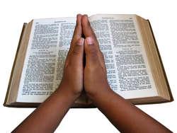 Bóg przemawia do nas przez Pismo Święte.