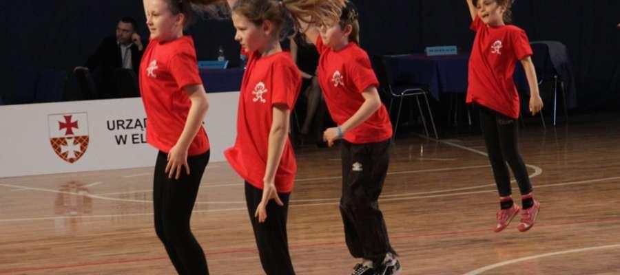 Na parkiecie w Światowidzie tańczyły dzieci, które dopiero zaczynają swoją przygodę z tańcem
