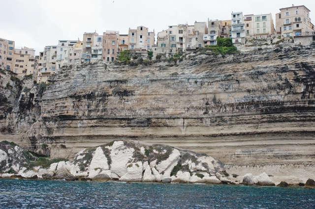 Miasto położone jest na kilkudziesięciometrowej skarpie - full image