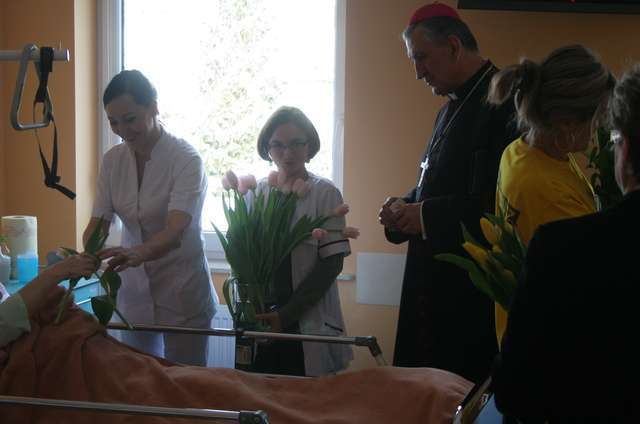 W Elblągu największa grupa wolontariuszy pomaga pacjentom z hospicjum przy ul. Toruńskiej - full image