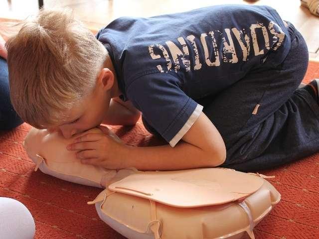 Dzieci uczyły się, że pierwsza pomoc może uratować życie - full image
