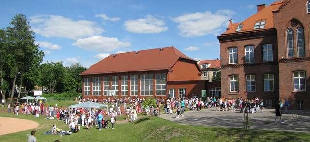 Festyn rodzinny w Szkole Podstawowej nr 3 w Olecku - full image