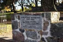 Cmentarz jest zabytkiem chronionym prawem