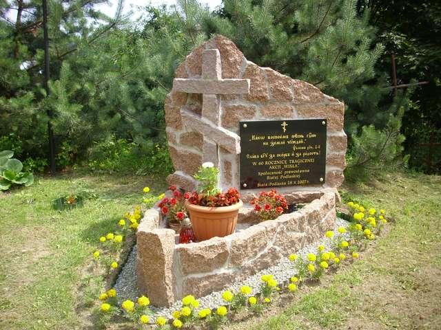 Cmentarz prawosławny przy ul. Terebelskiej w Białej Podlaskiej. Pomnik poświęcony ofiarom Akcji Wisła. - full image