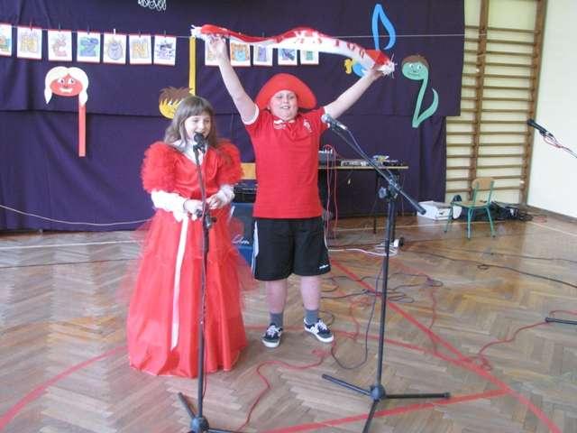 Dzieci prezentowały utwory z list przebojów  - full image