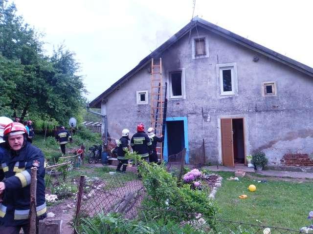 Przyczyną wybuchu pożaru było prawdopodobnie nieumyślne zaprószenie ognia - full image