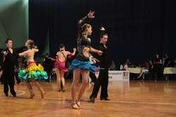 """W turnieju tańca """"Pomosty"""" wzięło udział blisko 200 par"""