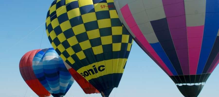 W pierwszym dniu zawodów balonowych odbyły się dwie konkurencje: rzut do celu oraz pogoń za lisem