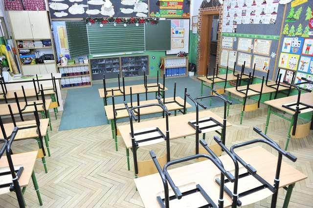 Pracę w tym roku straci 7 tysięcy nauczycieli - full image