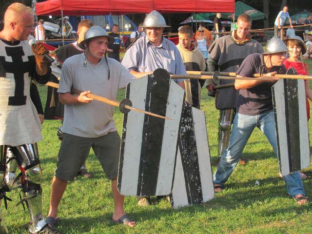 Zabawy rycerskie podczas pikniku jaćwieskiego w Starych Juchach - full image