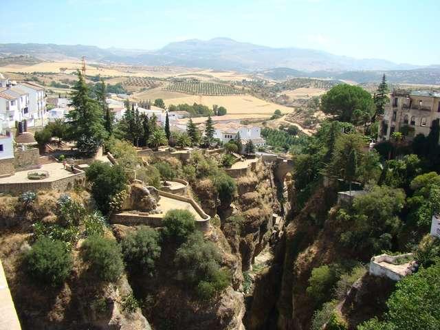 Ronda: miasto z widokiem na przepaść   - full image