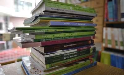Podręczniki szkolne. Niby bezpłatne, ale nie za darmo