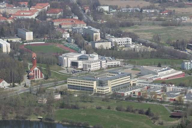 Kortowo to największe miasteczko studenckie w Polsce, a olsztyńską gospodarkę napędza w sumie około 40 tys. słuchaczy olsztyńskich uczelni wyższych  - full image