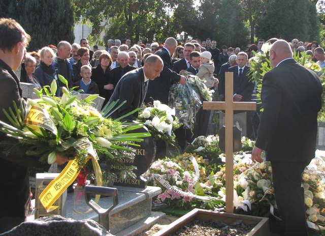 Po zakończeniu mszy, z kościoła wyruszył kondukt żałobny. Małgorzata W. spoczęła na cmentarzu przy ul. Morskiej w Braniewie. - full image