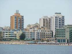 Plaża miejska widziana od strony morza