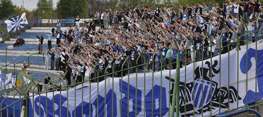 Najbardziej fanatyczny kibice Stomilu od meczu z Bogdanką mają swój sektor na łuku. Specjalnie dla nich klub przygotował bilety w cenie 10 złotych.