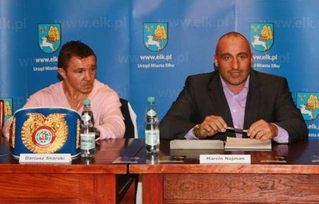 Z lewej Dariusz Snarski, z prawej Marcin Najman. - full image