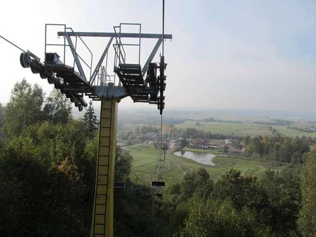 Na Pięknej Górze działa jedyny w północno-wschodniej części Polski wyciąg krzesełkowy - full image