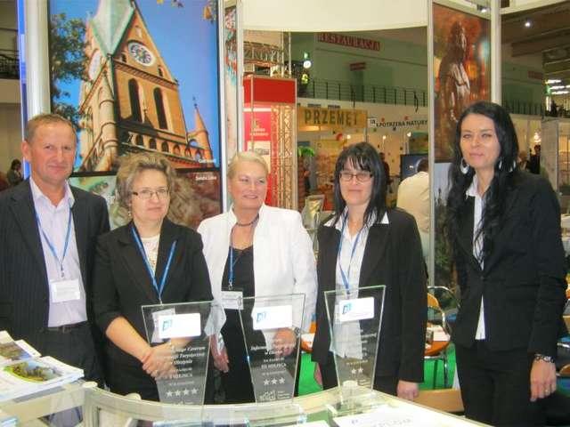 Od lewej: Kazimierz Zduniuk (Warmińsko-Mazurski Urząd Marszałkowski), Anna Krawczyńska (Wojewódzkie Centrum Informacji Turystycznej w Olsztynie), Elżbieta Zawadzka (WCIT), Irena Zawalich (WCIT), Anetta Wileńska (Punkt Informacji Turystycznej w Braniewie) - full image