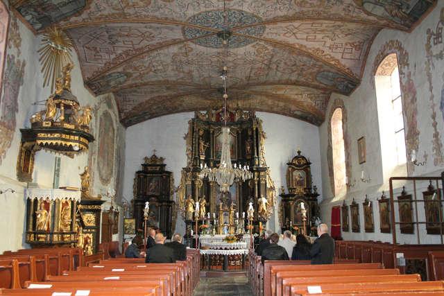 Kościół w Wozławkach - ołtarz główny - full image