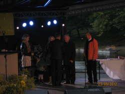 W imieniu Sołectwa Lechowo nagrodę z rąk Starosty Braniewskiego Pana Krzysztofa Kowalskiego odebrał Sołtys Lechowa Pan Bogdan Ponichtera
