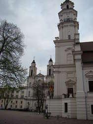 Ratusz w Kownie. Ze względu na wysoką, 53-metrową wieżę budynek bywa nazywany białym łabędziem