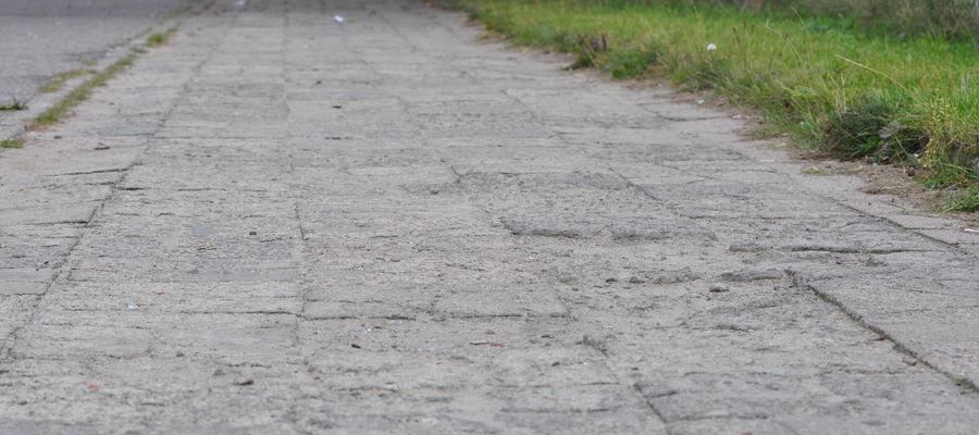 Dziurawy chodnik na Żeromskiego