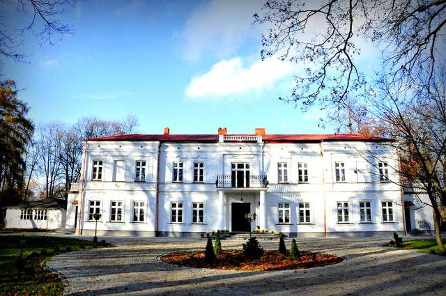 Pałac w Zielonej dziś prezentuje się jak za najlepszych czasów  - full image