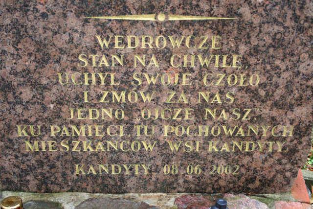 Tablica upamiętniająca odnowienie cmentarza w 2002 roku - full image