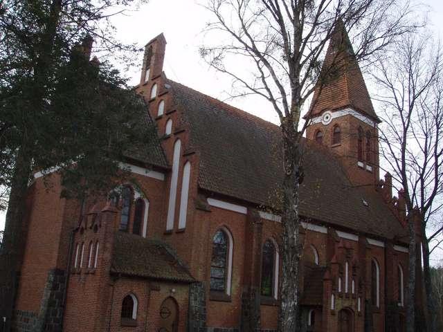 Kościół w Orzechowie uchodzi za najładniejszy w gminie Olsztynek - full image