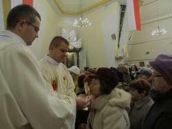 Po mszy wierni mogli ucałować relikwie bł. Jana Pawła II