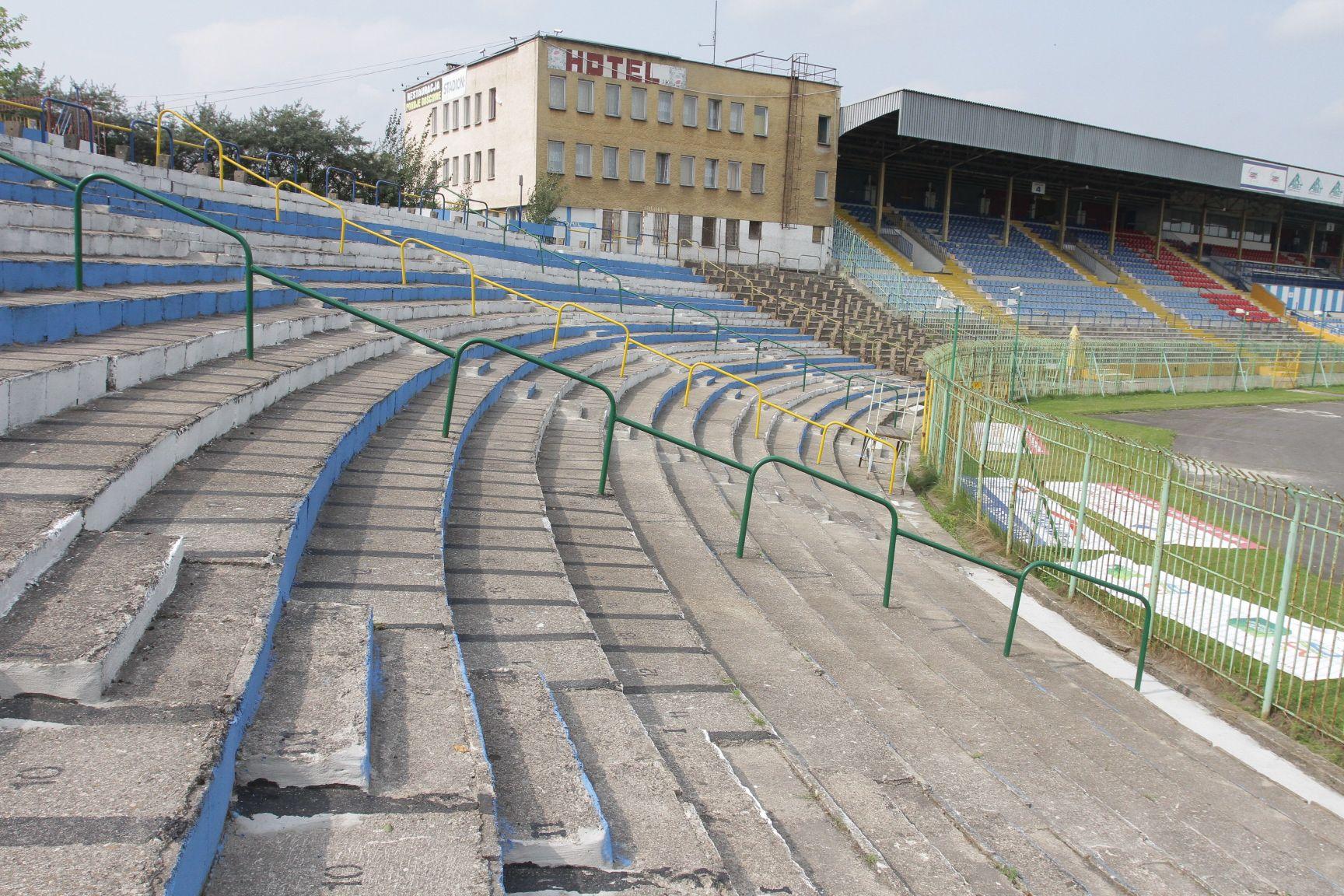 Sztuczne Oświetlenie Stadionu Będzie Droższe Niż Zakładano