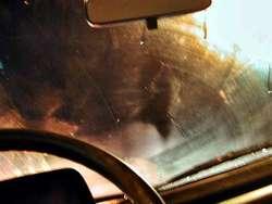 Wypadek w Krajkowie wydarzył się tuż po zmroku. Zakładajcie odblaski - to może uratować wam życie!