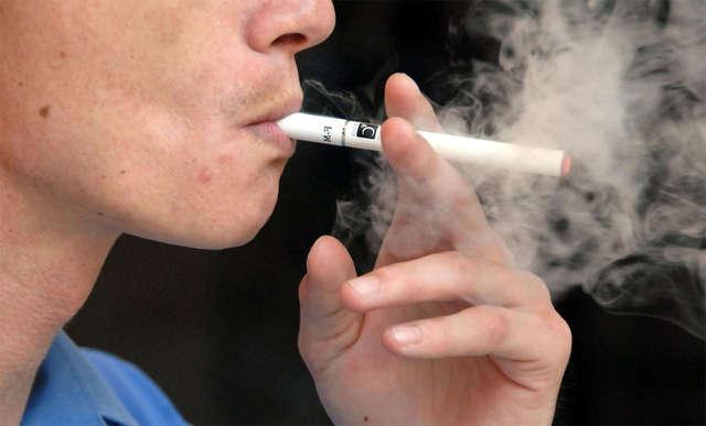 500 zł kary za palenie e-papierosa - full image