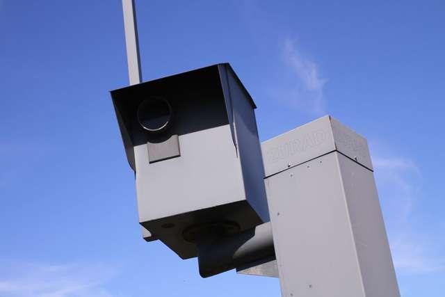 Oni fotoradarów się nie boją. W ubiegłym roku 135 tys. mandatów trafiło do kosza - full image