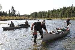 Część trasy podróżnicy pokonali indiańskimi canoe