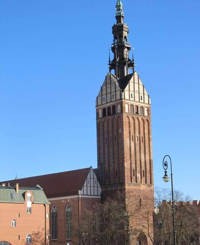 Widoczny na zdjęciu najwyżej położony taras pod hełmem wieży będzie udostępniony zwiedzającym - full image