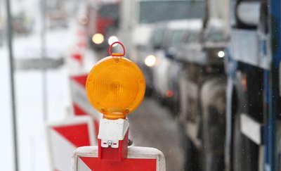 Roboty na ulicy Niegocińskiej w Wilkasach. Jeden pas ruchu zamknięty