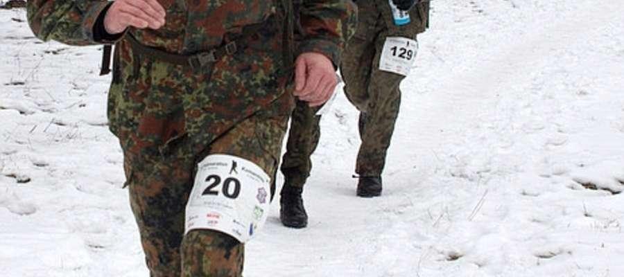 Z numerem 20 na trasie morderczego biegu Janusz Małecki - kliknij na foto, aby powiększyć
