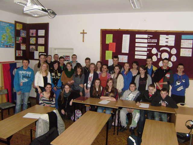 Zagraniczni studenci z wizytą u gmazjalistów w Jezioranach - full image