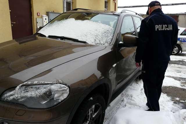 BMW warte 200 tysięcy złotych odzyskane. Auto było w stodole - full i