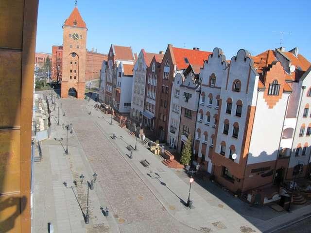 Brama Targowa widziana z okna dawnej Kamienicy Królów (obecnie Hotel Elbląg) - full image