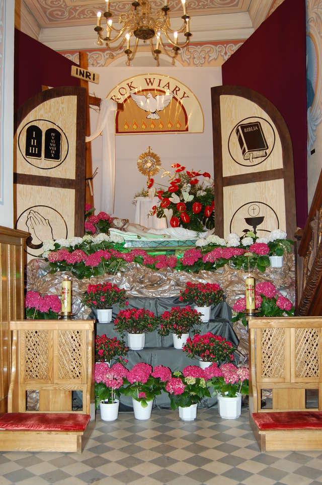 W Wielką Sobotę Grób Pański, to najważniejsze miejsce w każdym kościele - full image