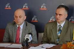 Podczas konferencji Prawa i Sprawiedliwości poruszano m.in. problemy elbląskiej oświaty. Od lewej: Jacek Perliński i Marek Pruszak