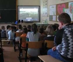 Policjanci otrzymali dwa sygnały o nastolatkach, którzy w czasie lekcji mieli znieważyć nauczycieli