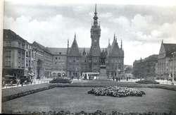 Dawny Plac Fryderyka Wilhelma (Plac Słowiański) z ratuszem w tle.