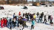 Młodzież z Gołdapi tańczyła Harlem Shake na targowisku miejskim